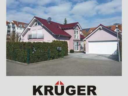 KA-Hagsfeld / Einfamilienhaus mit Terrasse & Garten, 2 Balkonen, Garage sowie KFZ-Stellplatz