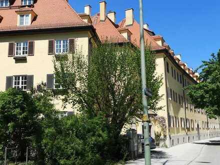 Sehr seltene Gelegenheit! Vollständig renovierte 4-Zi-Altbauwohnung mit Loggia in Thalkirchen!