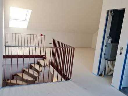 Offenes Wohnen 3 Zimmer-Maisonette Wohnung mit Dachterrasse - hochwertige Haustechnik