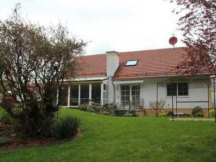 Einfamilienhaus mit parkähnlichem Garten
