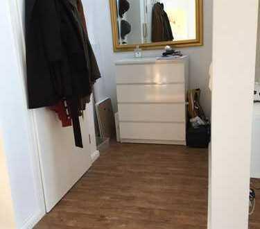 Neuwertige möblierte 2-Zimmer-DG-Wohnung in Bedburg