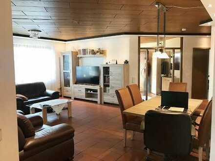 Großzügige Fünf-Zimmer-Wohnung mit separatem Zugang und zwei Terrasen