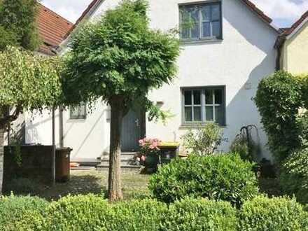 Romantisches Haus, verkehrsgünstig in Mühlhausen gelegen -nur für Kapitalanleger!