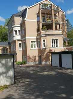 Preiswerte, vollständig renovierte 1,5-Zimmer-Wohnung mit Balkon und Garage