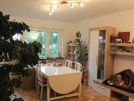Vollständig renovierte 2-Zimmer-Wohnung mit Balkon und EBK in Eislingen