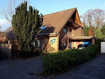 Schöne, geräumige Wohnung im 2-Fam.- Haus, vier Zimmer+ Kaminzimmer