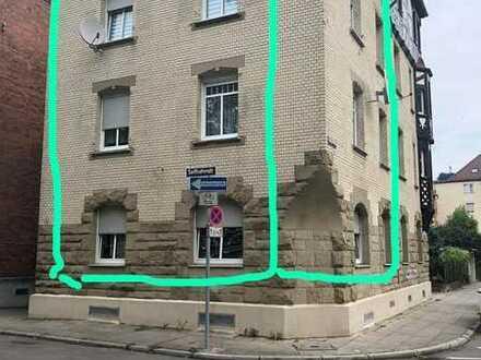 Erschwingliche und vollständig renovierte 2-Zimmer-Wohnung mit Einbauküche und Balkon in Stuttgart
