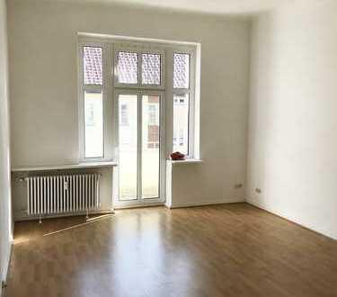 Attraktive 3-Zimmer-Altbauwohnung in Bestlage - WG geeignet!