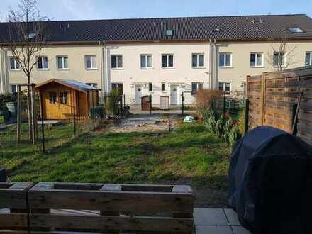 Reihenhaus mit 4 Zimmern in Top Lage in Lichtenberg 3 min zum S-Bahnhof
