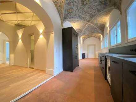 Einzigartiges Jugendstil-Altbaujuwel mit Gewölbedecken, Stuck und Deckenmalerei