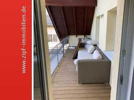 **Attraktive frisch renovierte Dachgeschosswohnng mit neuer EBK und Balkon in ruhiger Wohnlage**