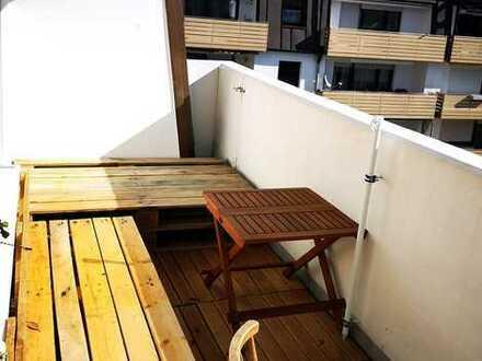Von privat: Attraktive, Licht durchflutete Wohnung in ruhiger Lage - oberste Etage, mit Balkon.