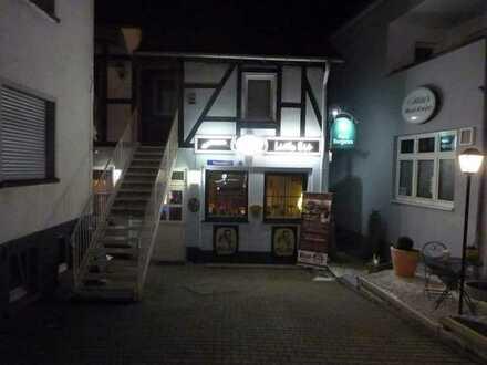 Kleine, gemütliche Gaststätte mit großem Biergarten