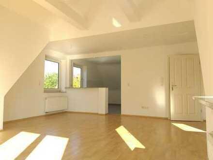 /// Sanierte und sonnige Eigentumswohnung mit Balkon und Garage ///