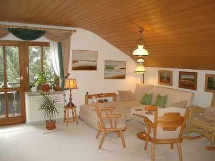 Gemütlichkeit erleben und Dahoam fühlen!! Kuschlige 2 Zimmer Dachgeschosswohnung mit idealer Aufteil