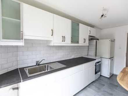 Die Besondere: komplett renovierte 4 Zimmer Wohnung