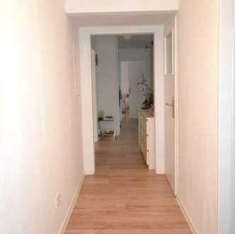 Modernisierte 4-Raum-EG-Wohnung mit Balkon und Luxuriöse Einbauküche in Hannover