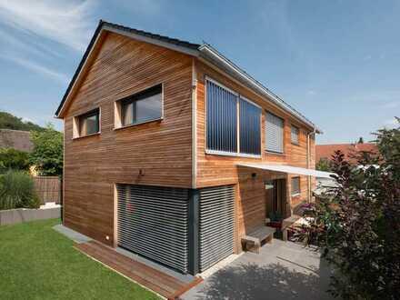 Modernes Holzhaus in einem stadtnahen Dorf - provisionsfrei