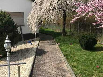 Einfamilienhaus mit schönem Garten