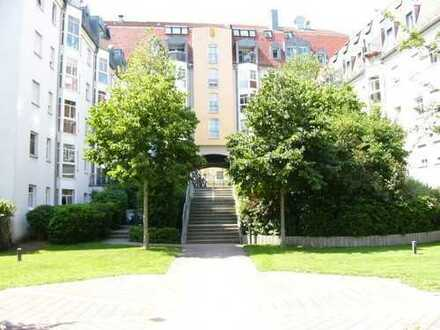 Schöne komplett möblierte 2 Zimmer-Wohnung mit Terrasse TG an den Pegnitzauen in Fürth.