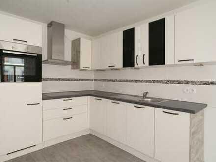 Tolle Wohnung mit neuer Einbauküche