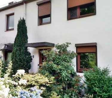 Kleine Familie gesucht für gepflegtes 4 Zi. RH mit idyll. Garten und Garage!
