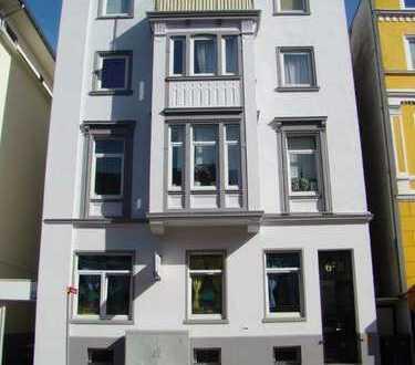 Anlageobjekt Mehrfamilienhaus 6 Wohnungen + Gewerbefläche sowie Stellplätze + Keller