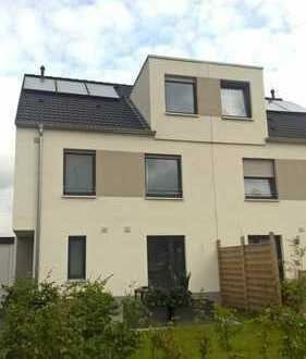 ++ Doppelhaushälfte mit schicker Einbauküche, 2 Gärten und Garage zu vermieten! +