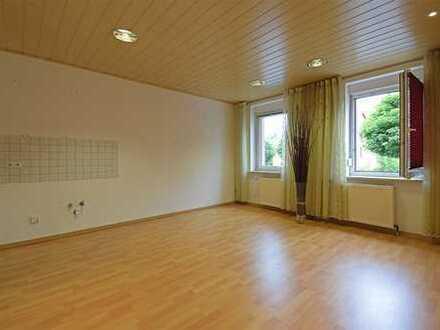 *Direkt im Zentrum - schick sanierte 2- Raum-Wohnung in Zwönitz*