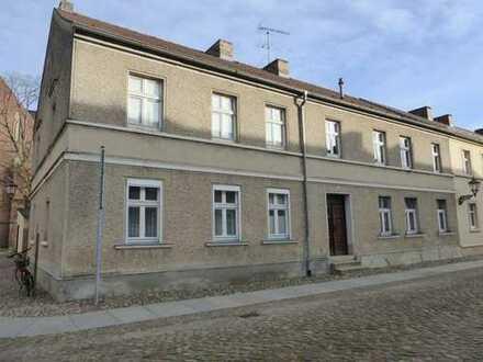 RESERVIERT! Stark sanierungsbedürftige 2-Zimmer-Wohnung in Seenähe / Altstadt