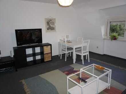 Modern eingerichtete, renovierte 3-Zimmer-Dachgeschosswohnung mit Einbauküche in Frankfurt-Praunheim