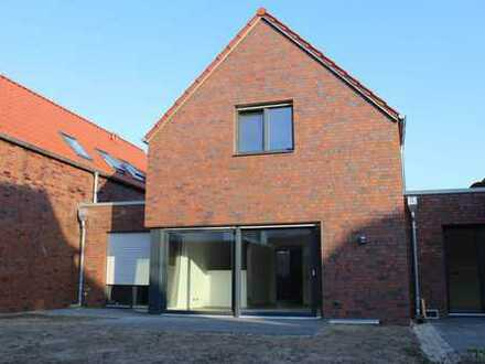 Einfamilienhaus als Kettenhaus (mittlere Einheit von insges. 3 Häusern)
