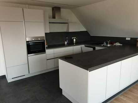 Stilvolle 4-Zimmer DG-Wohnung mit EBK & 2 Balkonen in Herrenberg-Affstätt