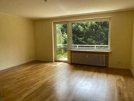 Helle, renovierte 3 Zimmer Wohnung mit sonnigem Balkon in zentraler Lage von Ahrensburg