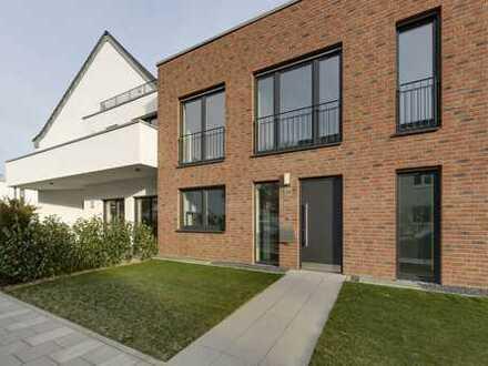 Lörick: Erstbezug großzügiges Reihenmittelhaus mit Terrasse in bevorzugter Lage