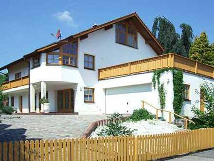 Schöne Wohnung in ruhiger Lage mit Dachterrasse
