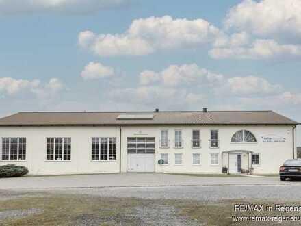 Schmidgaden: ca. 880 m², Gewerbehalle inklusive schicker Loftwohnung mit 5.069 m² Grundstück
