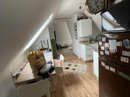 Modernisierte 1-Raum-DG-Wohnung mit Einbauküche in Lorch