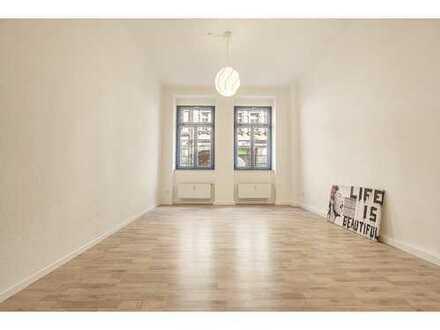 TOPLAGE NEUSTADT : Hochwertig renovierte 2 Zimmer Wohnung
