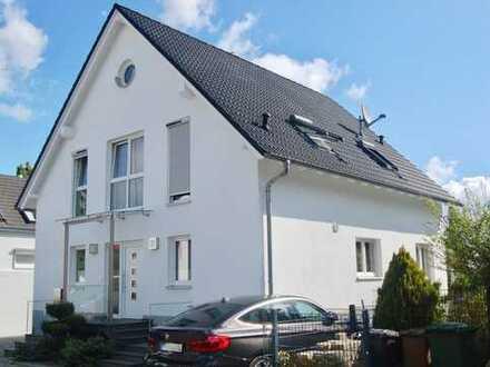 Exklusiv! 2-Familienhaus in Feldrandlage – nur 20 Minuten von Frankfurt