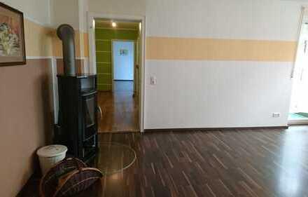 sanierte 2 Zimmer Wohnung mit großer Loggia, herrlicher Blick in Grünanlage nähe Klinikum