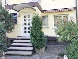 * Schönes Reihenmittelhaus * mit Garten; Terrasse; Balkon * Garage