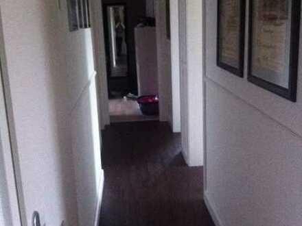 Kleines Zimmer inkl. Ankleidezimmer in schöner 2er-WG