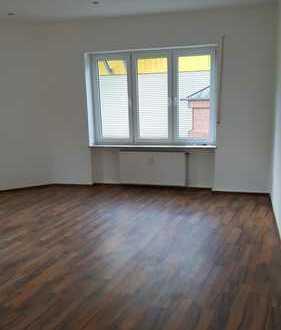 Komplett neu renovierte 3 Zimmer-Wohnung im Erdgeschoss in ruhiger, zentraler Lage in Wattenscheid!!
