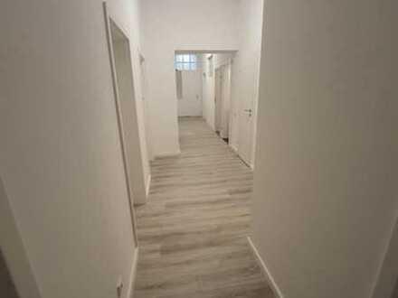 Zimmer in frisch renovierter 8er WG direkt an der Fußgängerzone!