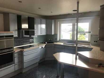 Gepflegte Wohnung 3 Zimmer /Bad / Gäste -WC/ Küche - Einbauküche /Abstellraum/Balkon/Kellerraum/