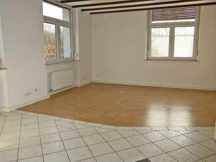 6025 - Großzügige 3-Zimmerwohnung mit Balkon (West-Ausrichtung) in Durlach!