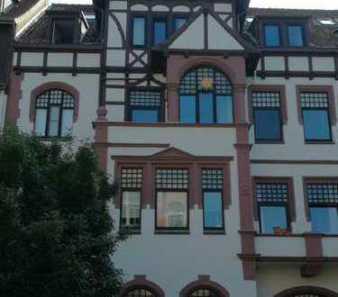 Hannover-Linden TOP-Lage: 7 Raum-Altbauwohnung mit Balkon