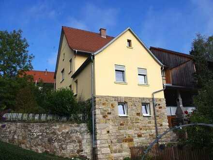 Charmantes Einfamilienhaus mit Einbauküche, Garten, Terrasse und Garage - Grub am Forst