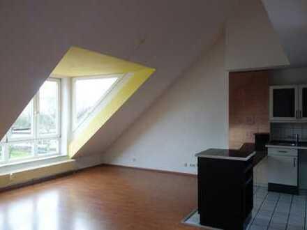 Helle und sehr schön aufgeteilte 3-Zimmer-Wohnung mit uneinsehbarer großer Dachterrasse